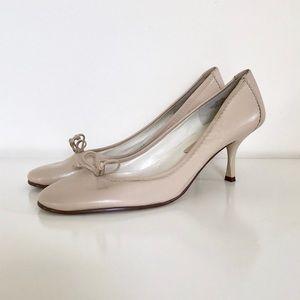 Bandolino Cream Colored Leather Bow Tie Heels